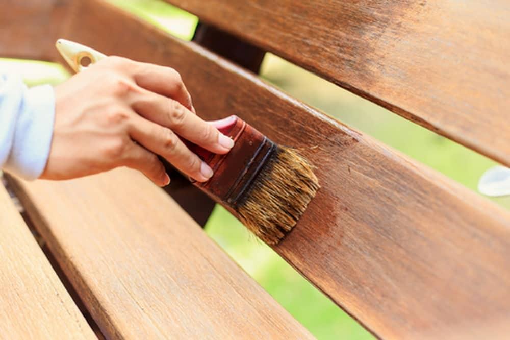 لاک پلی اورتان برای جلا دادن چوب