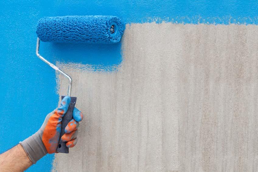 رنگ آمیزی دیوار با غلطک رنگ