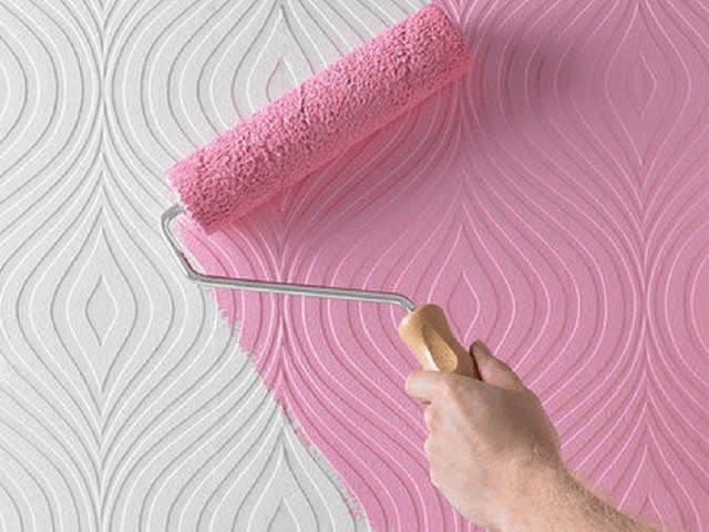 رنگ آمیزی به روی کاغذ دیواری طرح دار