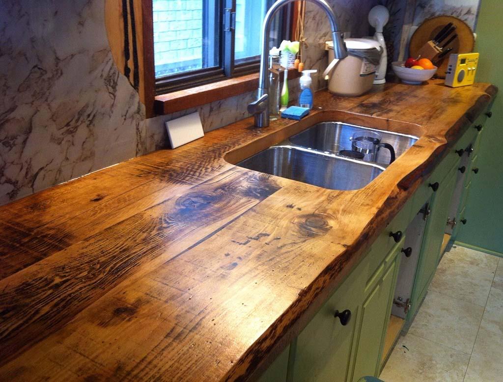رزین اپوکسی به روی کانتر چوبی آشپزخانه