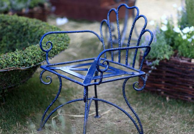 رنگ زدن صندلی فلزی